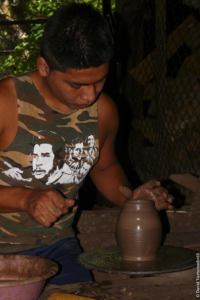 Никарагуа, гончарня Элио Гутьерреса в Сан-Хуан-де-ориенте