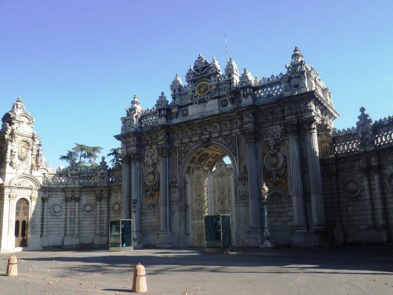 Стамбул. Ворота дворца Долмабахче (Istanbul. Dolmabahce Palace Gate).