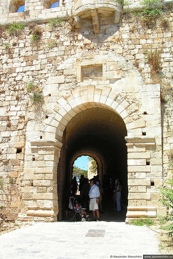 Вход в крепость Фортецца в Ретимно
