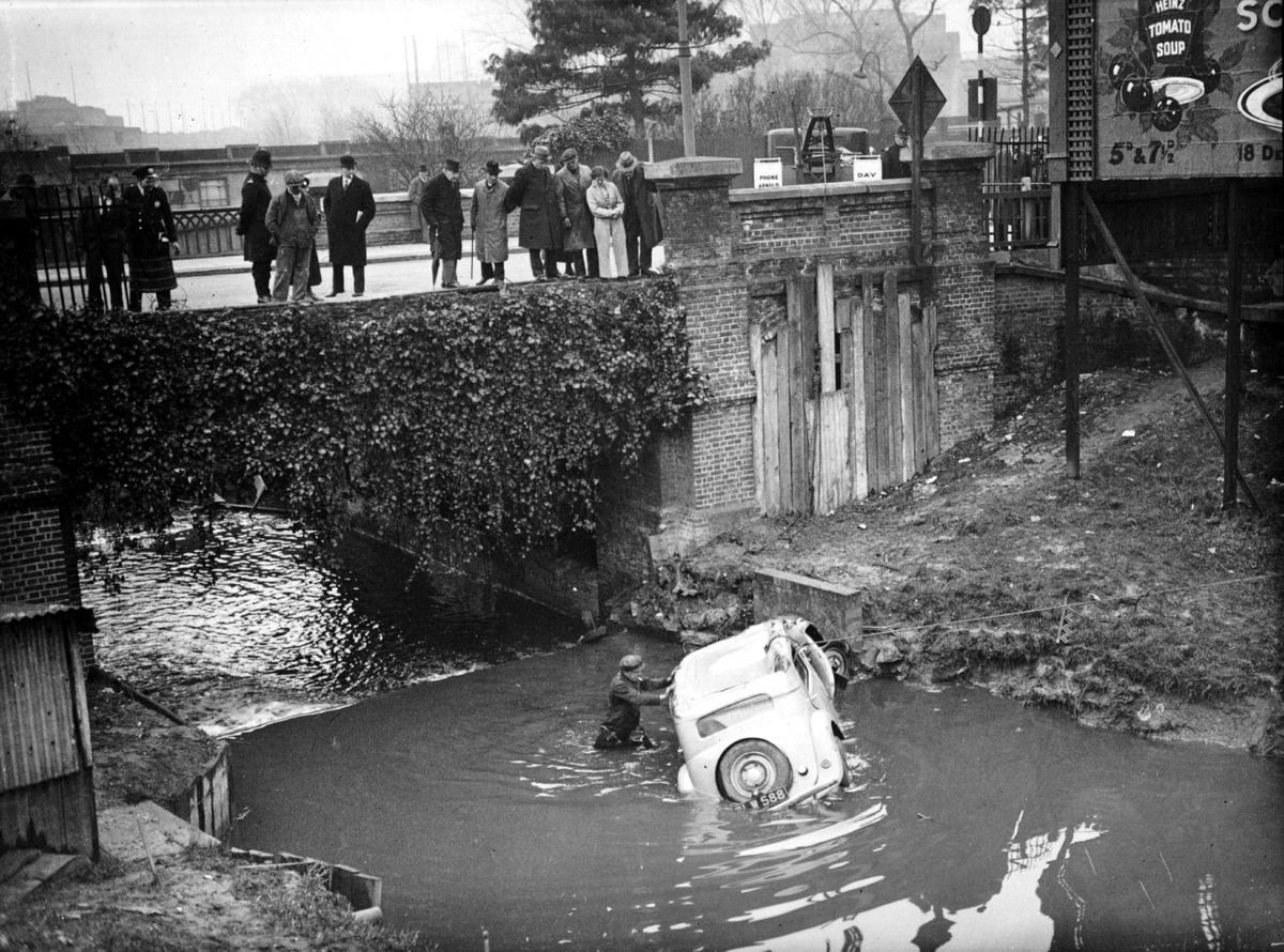 Автомобильные аварии в Лондоне и его окрестностях на фото 1-й половины 20 века (7)