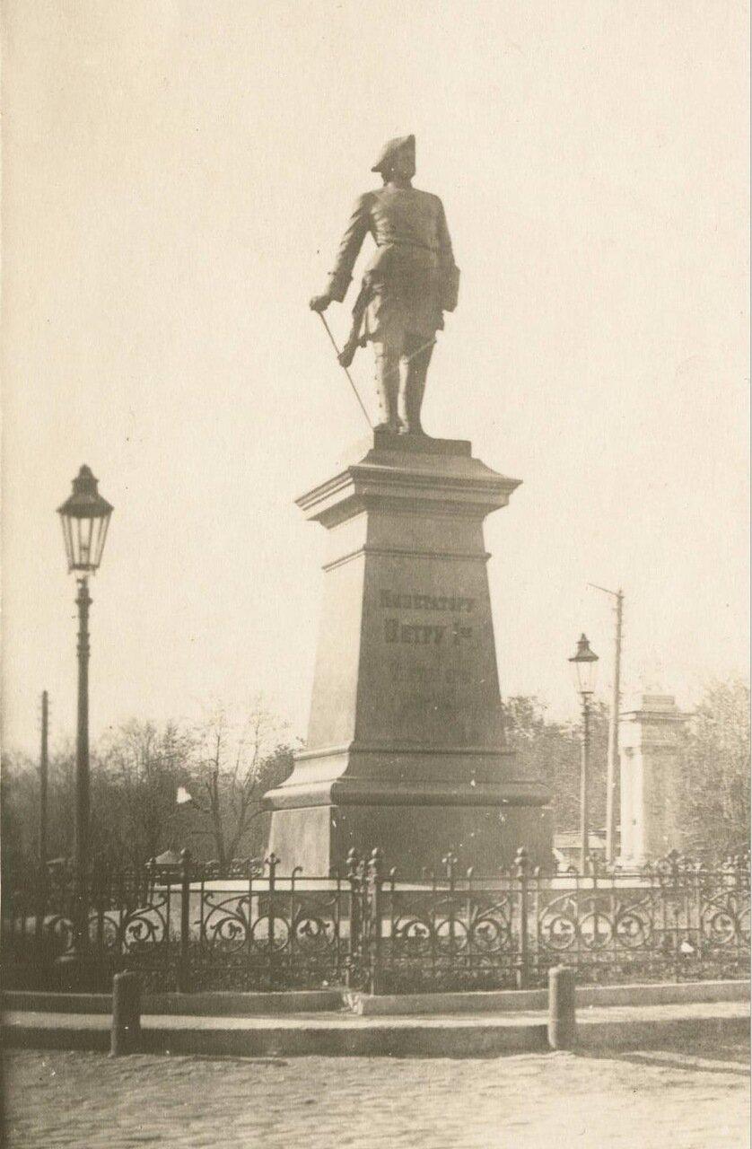 Памятник Петру в Таганроге.