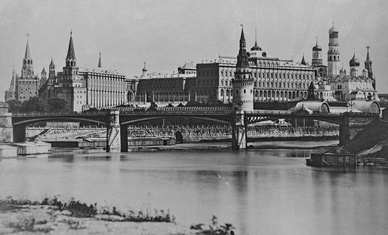 Вид на Кремль и Большой Каменный мост с набережной