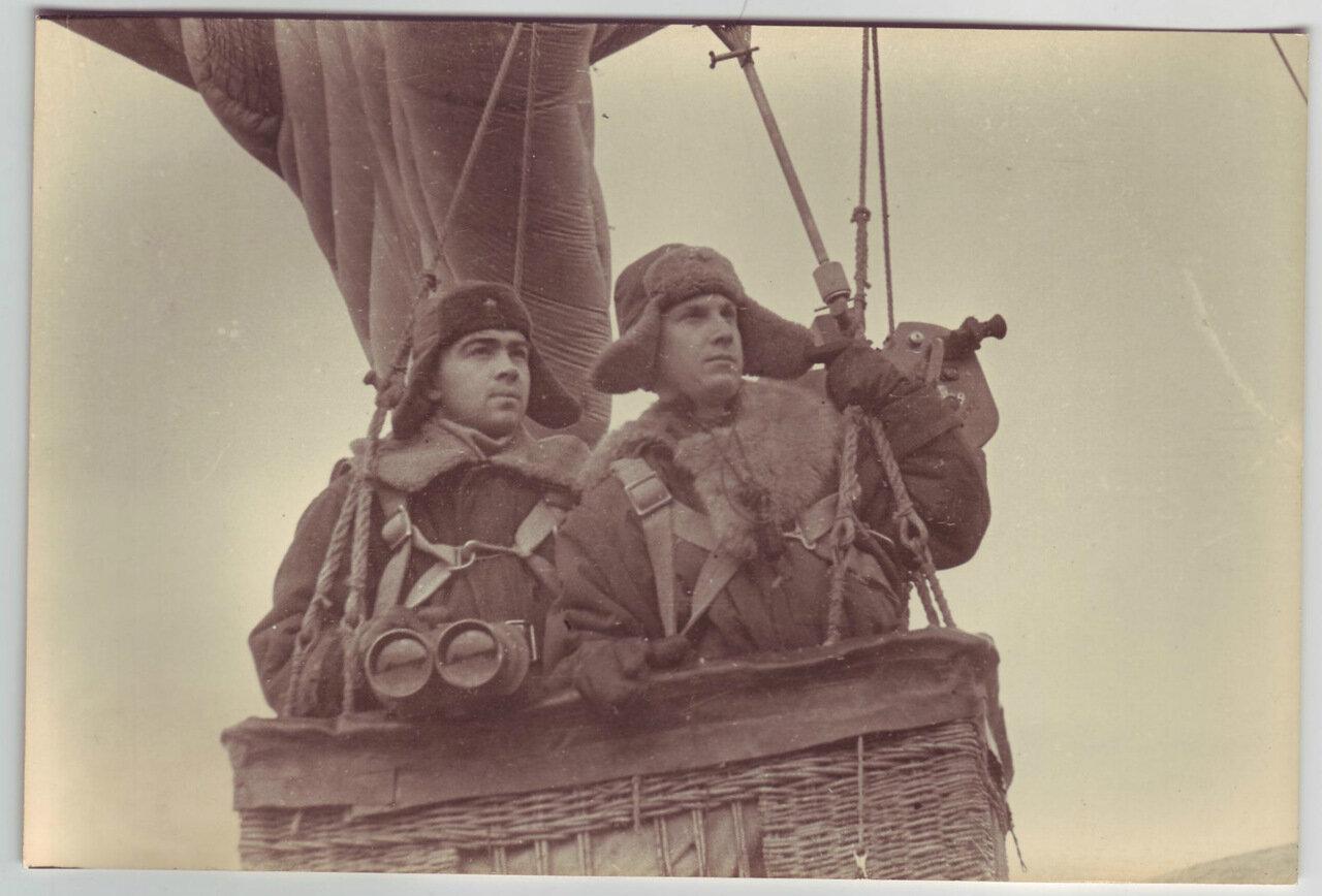 Два разведчика на воздушном шаре
