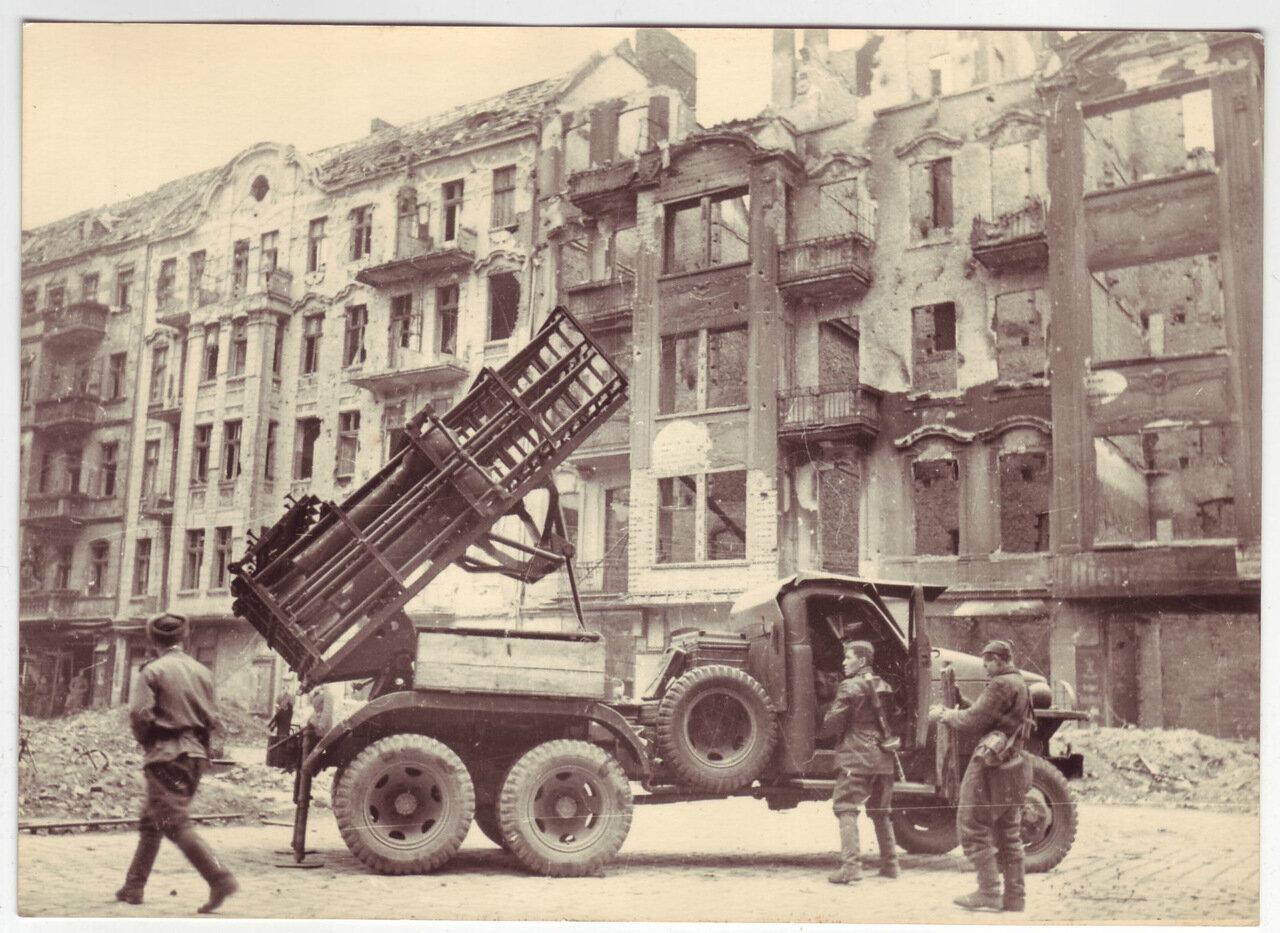 Катюша в захваченном Берлине, май 1945