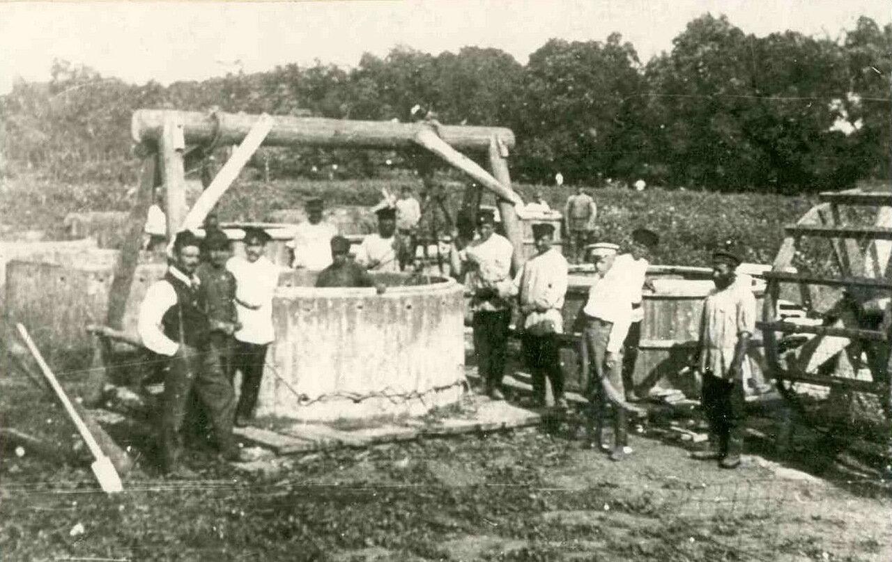 Строительство водозаборных колодцев для городского водопровода. 1906