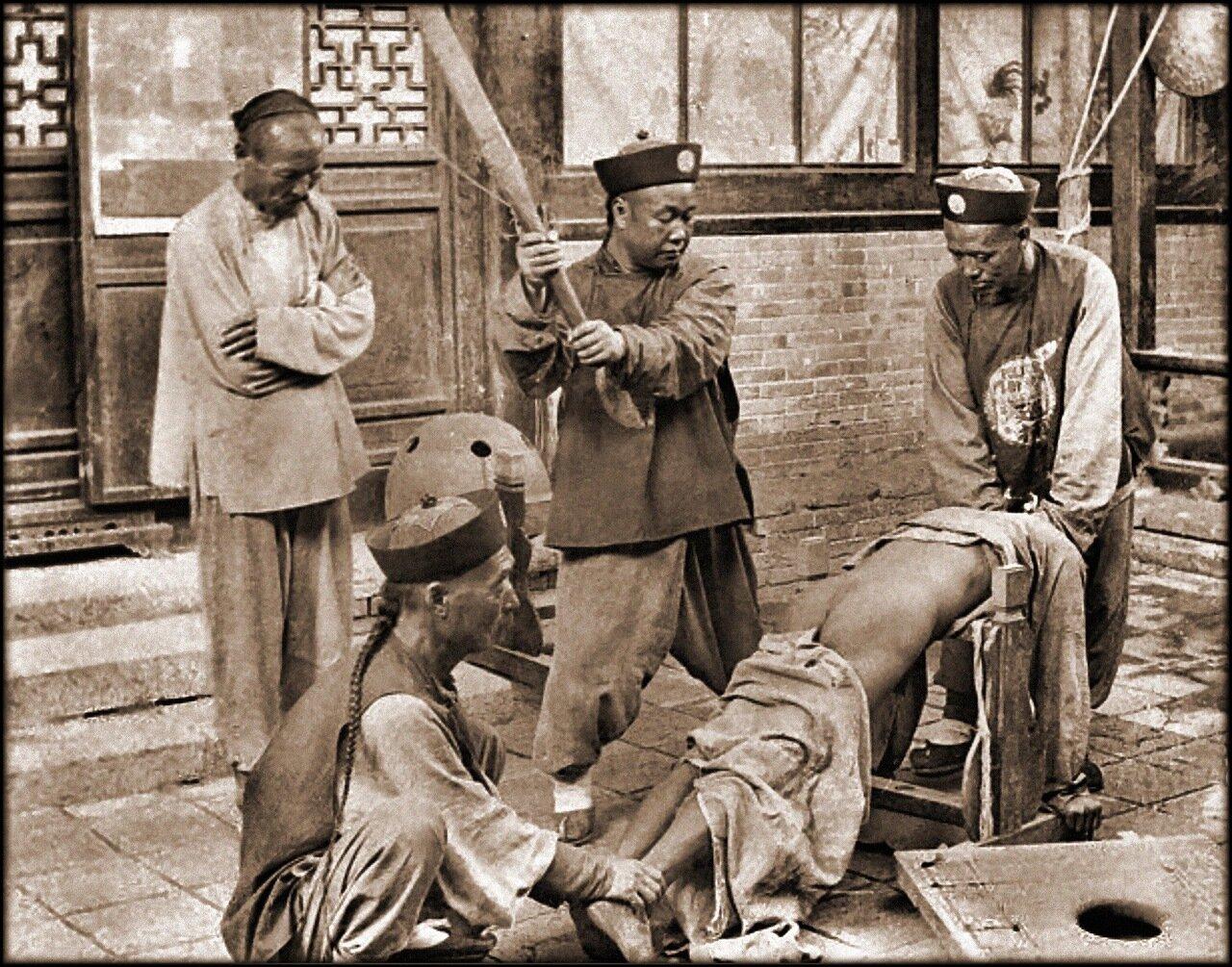 1900. Китайская система наказаний, порка нарушителя закона
