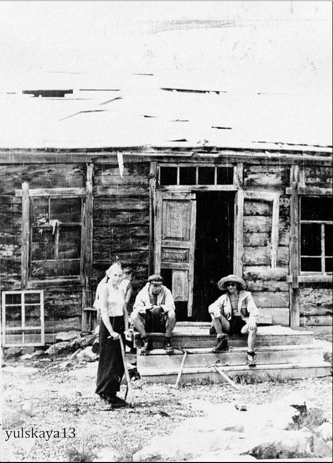 24. Привал в горах, на руднике. Август 1957
