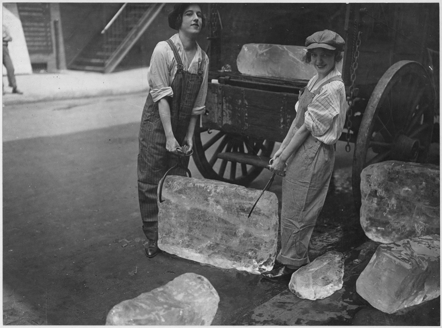 Women delivering ice in World War I from an ice wagon, during the final surge in the ice trade, 1918