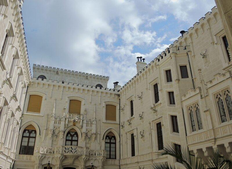 Замок Глубока-над-Влтавой. Внутренний дворик