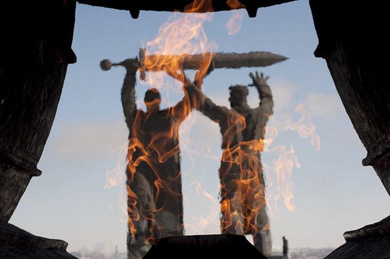 Перед памятником горит вечный огонь (23.05.2013)