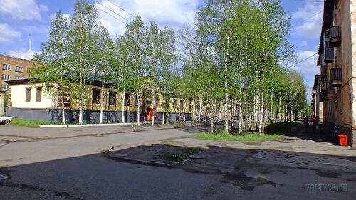 Фотография Инты №4556  Перекрёсток улиц Полярная и Лунина (Полярная 14 и 19) 12.06.2013_14:45