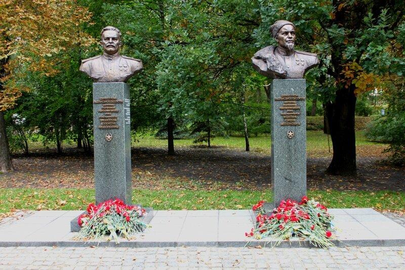 Памятники Ковпаку и Федорову