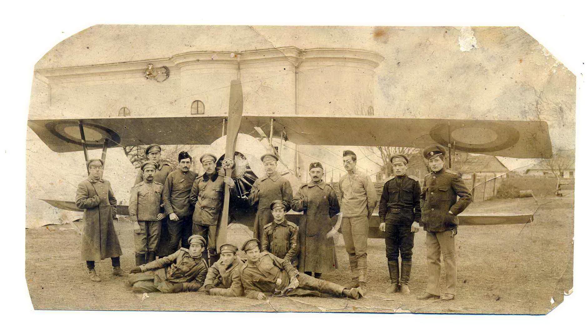 Лётный состав 26-го Корпусного Авиаотряда на Румынском фронте..jpg
