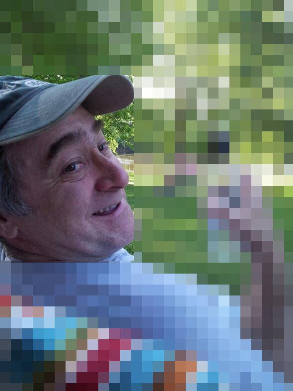 Отец прислал фотку, как он косит газон