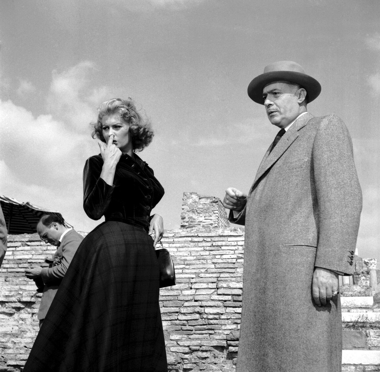 1955: Italian film actress Sophia Loren on location at Ostia Antica for the filming of 'La Fortuna di Essere Donna' with the French actor Charles Boyer (1897 - 1978).