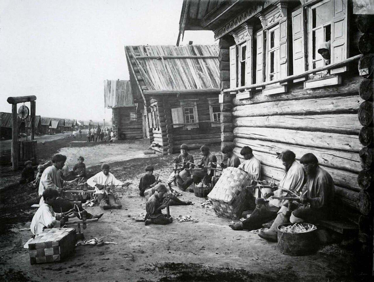 Ложкарное производство. Отделка ложечного черенка. 1897 г.
