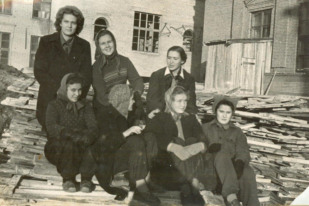 1957. На стройке института.