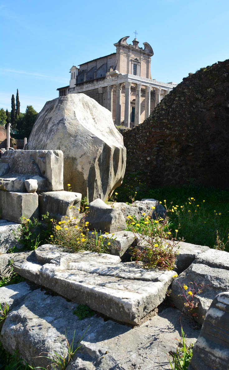 Храм Антонина и Фаустины на Римком форуме