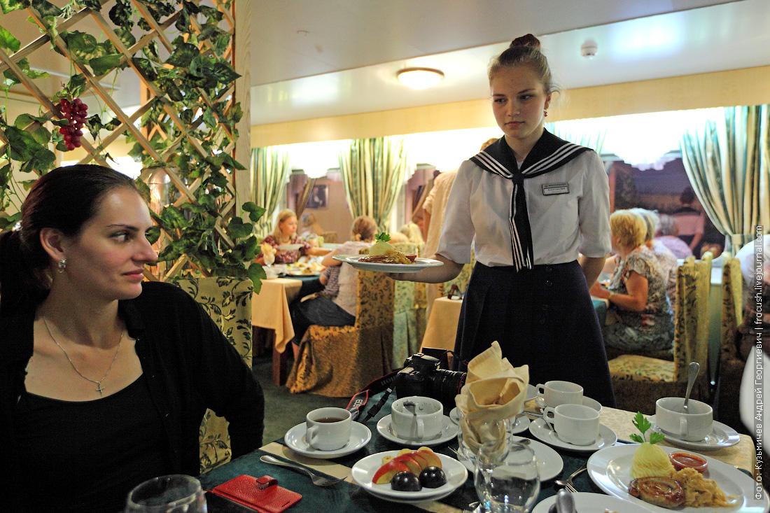 официант на теплоходе Михаил Булгаков
