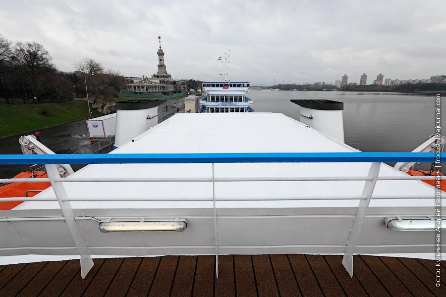 крытое сооружение в кормовой части шлюпочной палубы теплохода Александр Грин