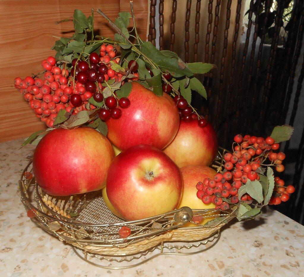 Рябиново-яблочная композиция