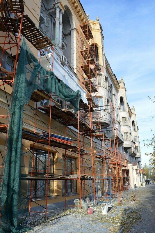Идёт ремонт фасада