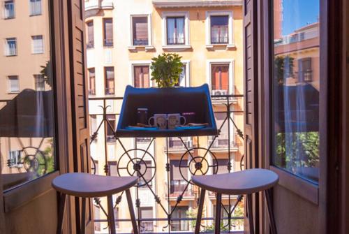 Столик на балкон - оригинальная идея