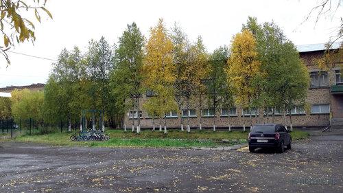 Фото города Инта №5802  Северная сторона Куратов 20 (в левой части снимка можно заметить велосипедную стоянку) 13.09.2013_12:31