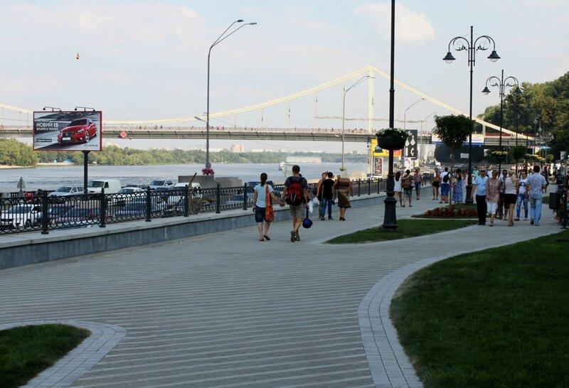 Пешеходная зона вдоль Набережного шоссе