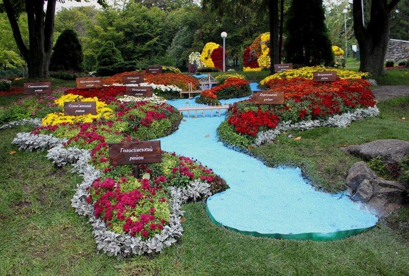 Цветочная инсталляция В Киеве осень