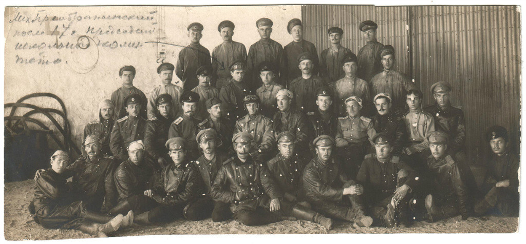 Группа А.Е.Раевского (в центре). Слева от него А.И.Егоров..jpg