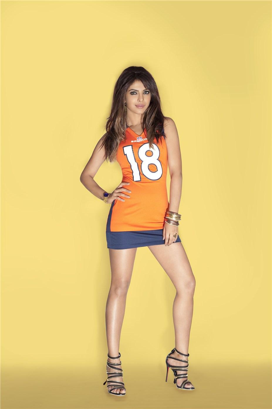 Priyanka Chopra / Приянка Чопра в униформе команды NFL Denver Broncos / сезон 2013-14