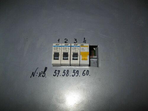 Фото 13. Металлическая панель, закрывающая контактные части автоматов в этажном щите, установлена на место.
