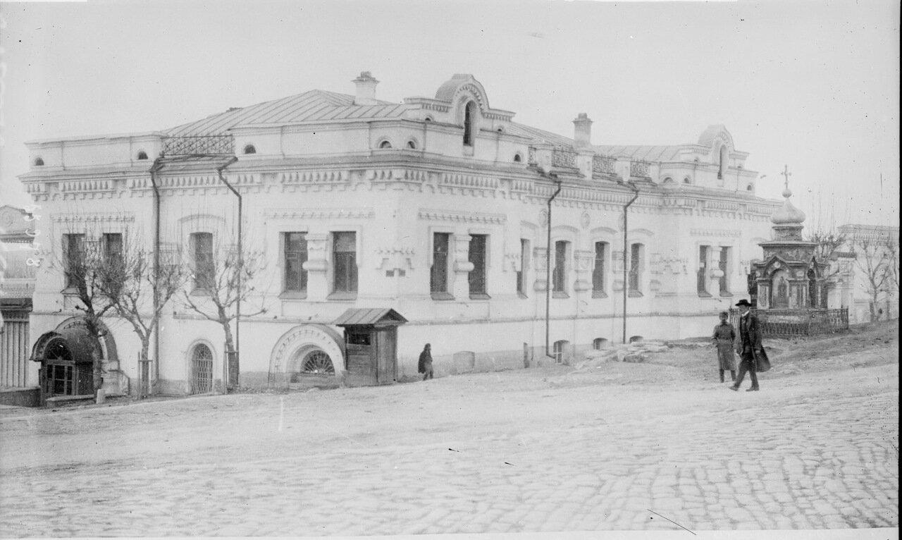 1919. В Екатеринбурге, где были расстреляны царь и его семья