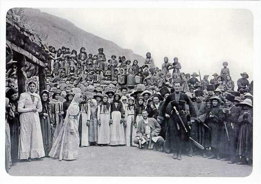 Танцы в ауле Тёбен-эль. Хуламо-Безенгийское ущелье. 1916.