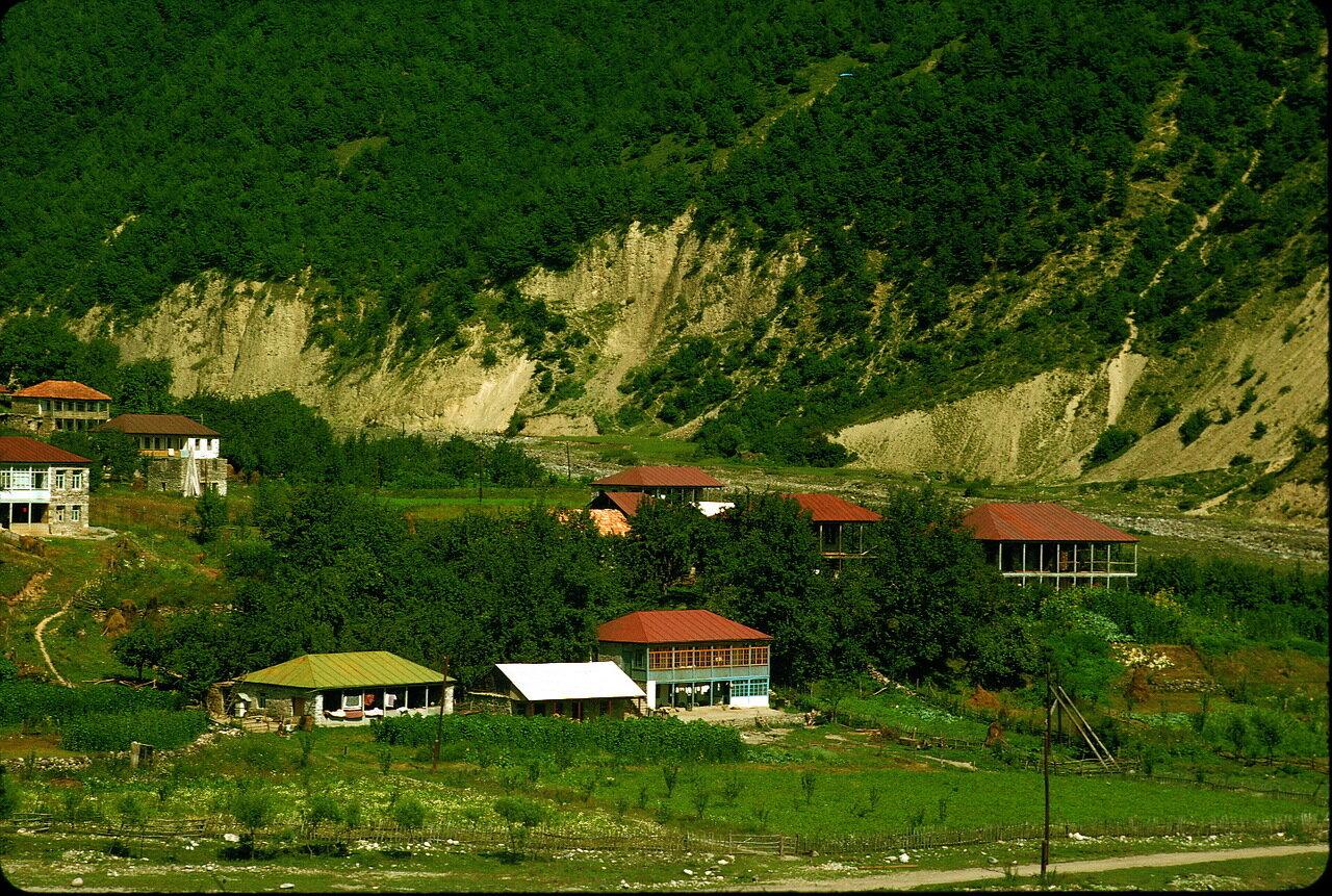 По дороге в Орджоникидзе. Долина Кайшаури