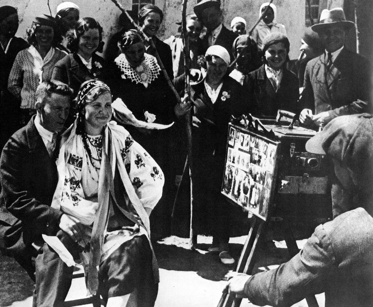 На колхозной свадьбе. 1938 год.