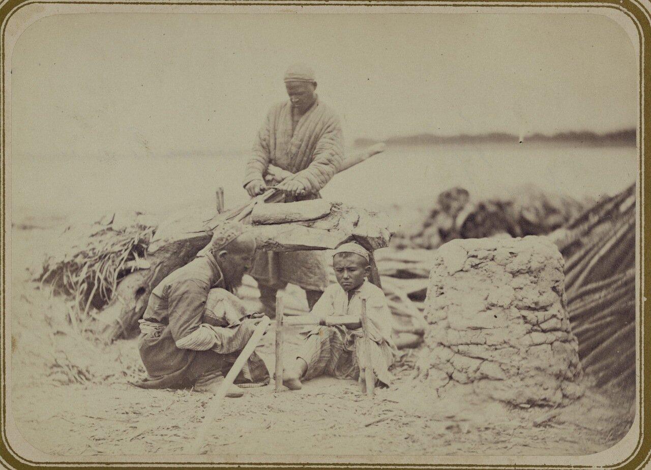Киргизские промыслы. Приготовление лесин для кибиток