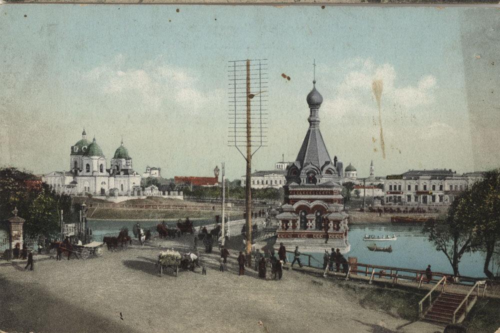 Омск. Вид на Серафимо-Алексеевскую часовню и Ильинскую церковь