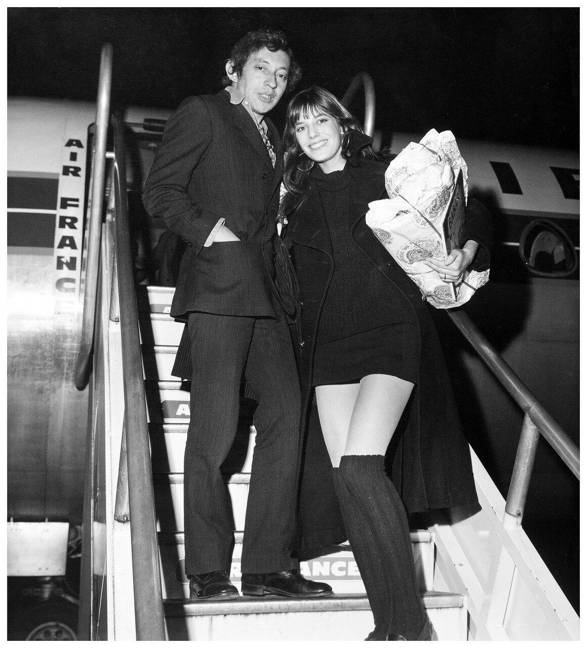 1969. Декабрь. В аэропорту Орли. Серж Гинзбур и Джейн Биркин уезжают в Лондон на Рождество,