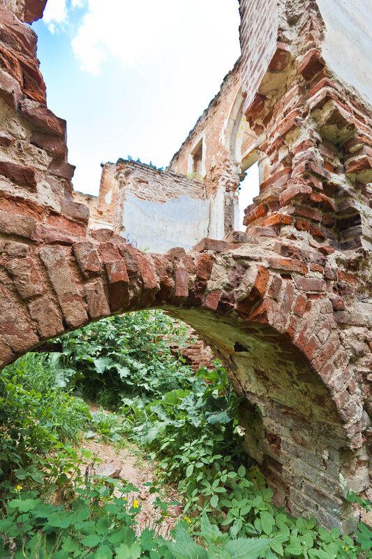 Усадьба Вяземских на Наре - руины