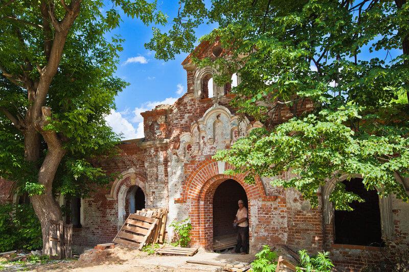 Восточные ворота Введенского монастыря