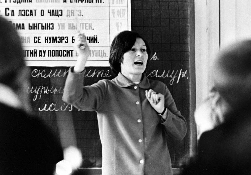 Chisinau. Teacher Moldovan village school Larga explains lesson students. 1972. Photo Boris Kaufman