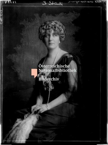 Alexandra Grдfin Festetics-Tolna in einem Abendkleid
