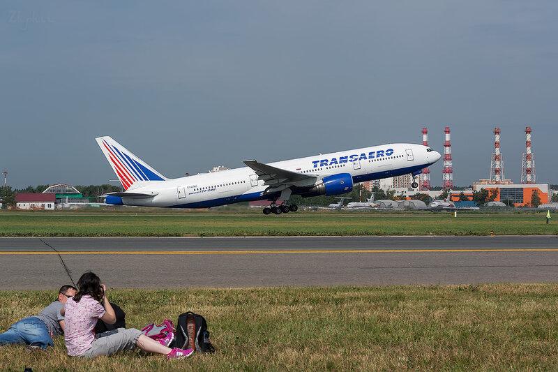 Boeing 777-222 (EI-UNZ) Трансаэро D801472