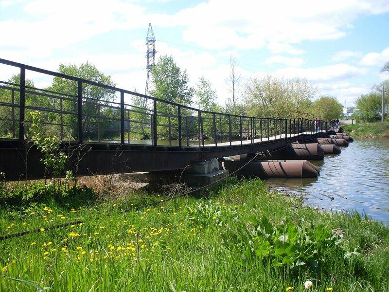 Городской пейзаж. У понтонного моста.