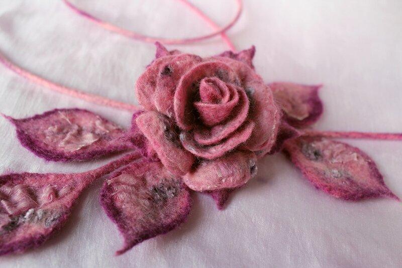 Роза на веточке