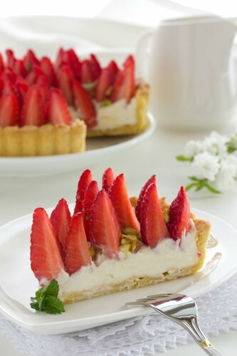 Pie with strawberries and rhubarb.