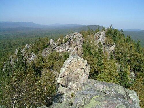 Скальный хребет навершине