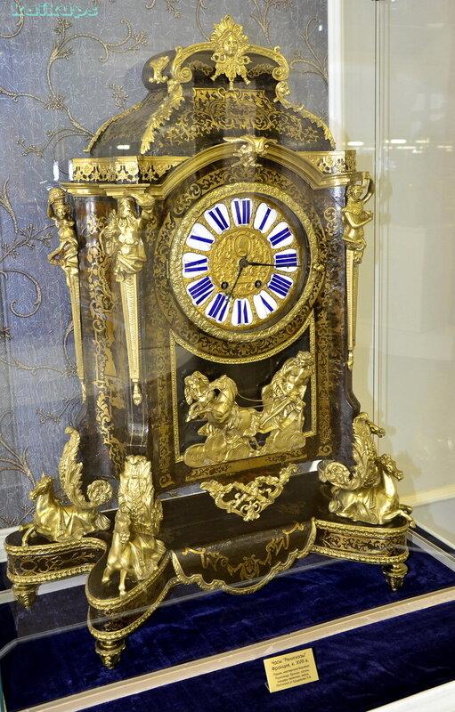 """Настольные часы """"Регилиэзы"""". Франция, XIII век."""